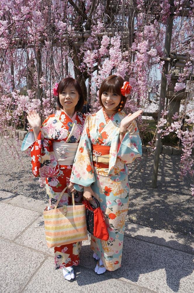 【2014京阪賞櫻】短髮女孩的岡本織物一日體驗。和服挑選小撇步分享 @凱的日本食尚日記
