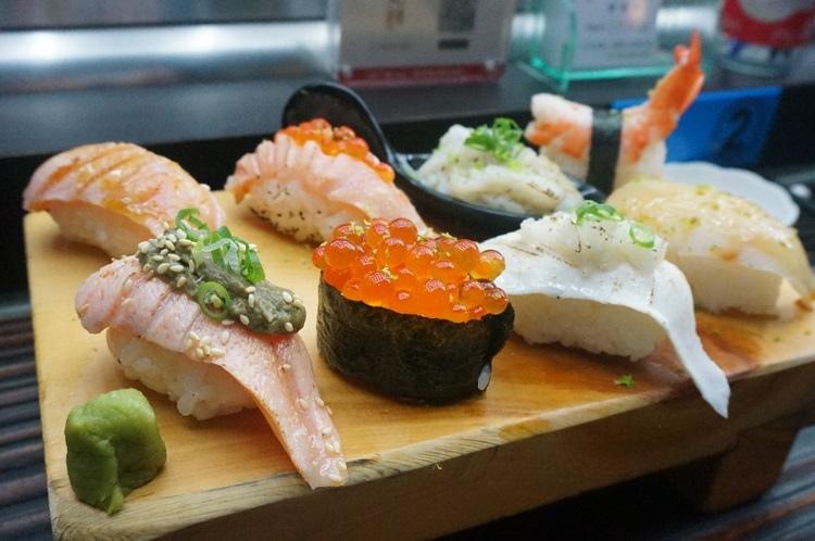【2014台中2天1夜】丸億生魚片壽司。大快朵頤最愛的炙燒壽司♥ @凱的日本食尚日記