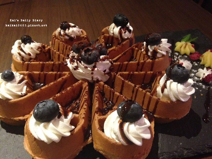 【4MANO Caffe】好咖啡要和好朋友分享。藍莓巧克力麻糬鬆餅姆哥大推薦 @凱的日本食尚日記