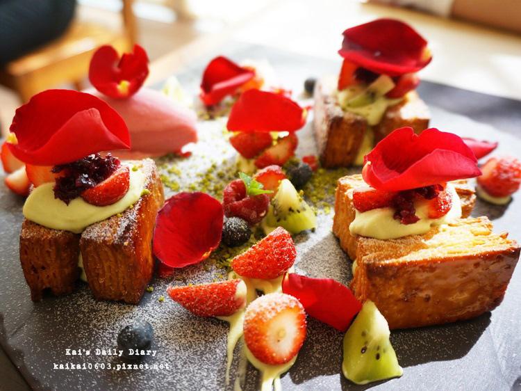 【台中小梗甜點咖啡】春季限定草莓千層派。餐盤上的春之油畫 @凱的日本食尚日記