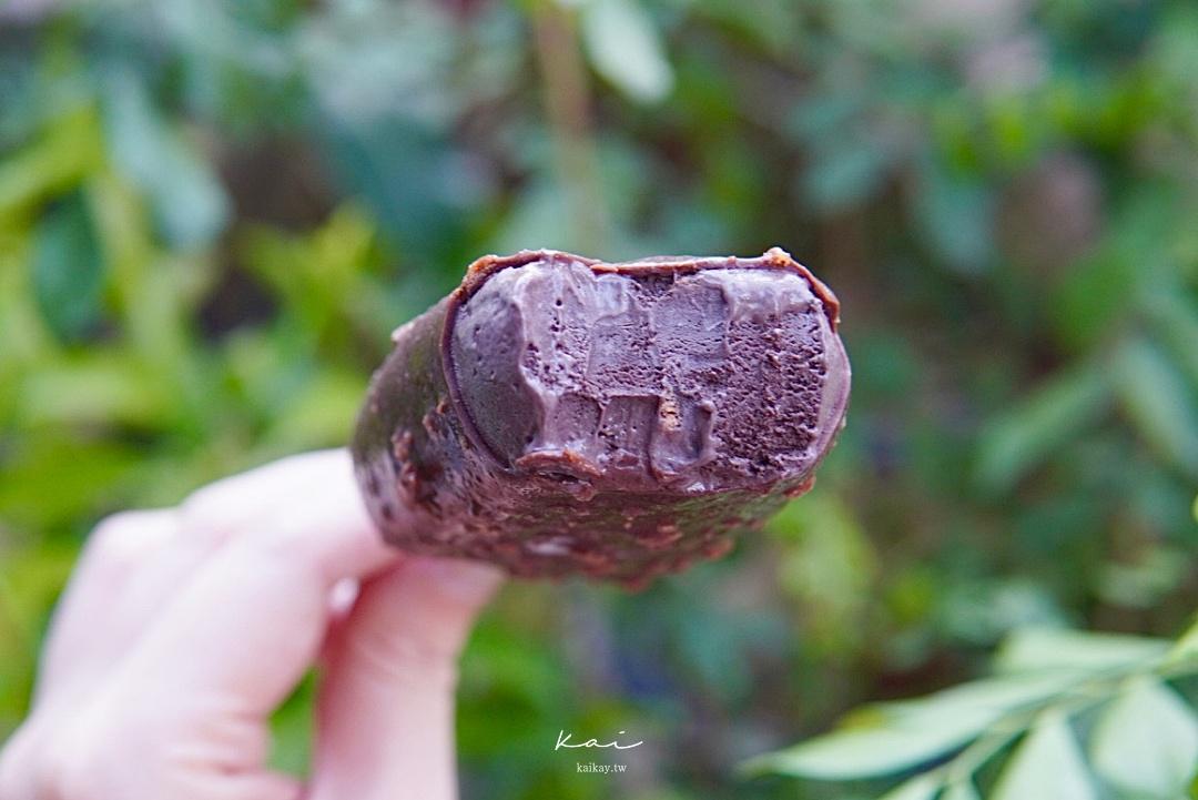 ☆【全家冰品】義美巧克力脆片雪糕口味。根本就不脆片開箱