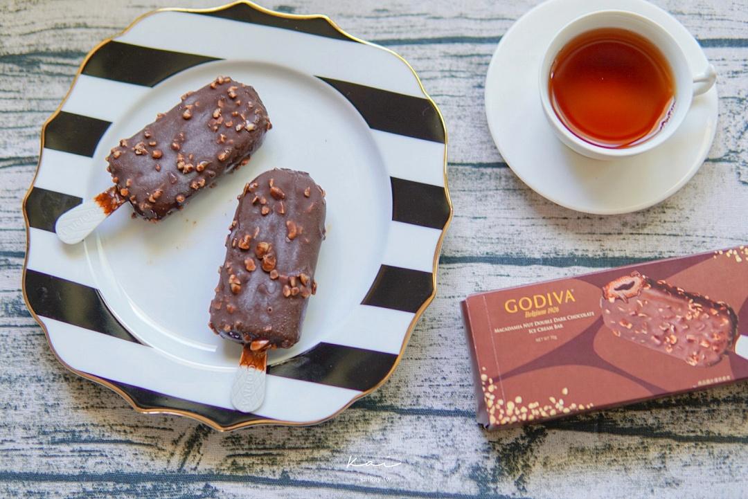 ☆【7-11冰品】GODIVA「伯爵紅茶風味杏仁黑巧克力流心雪糕」貴鬆鬆開箱