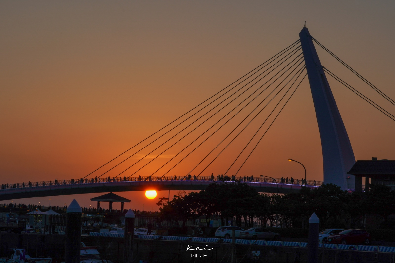 ☆【2021 新北旅遊】淡水輕軌一日遊攻略。收集幾米車站|情人橋、夕陽私房拍照景點。更新:2021二月行動支付免費搭乘!