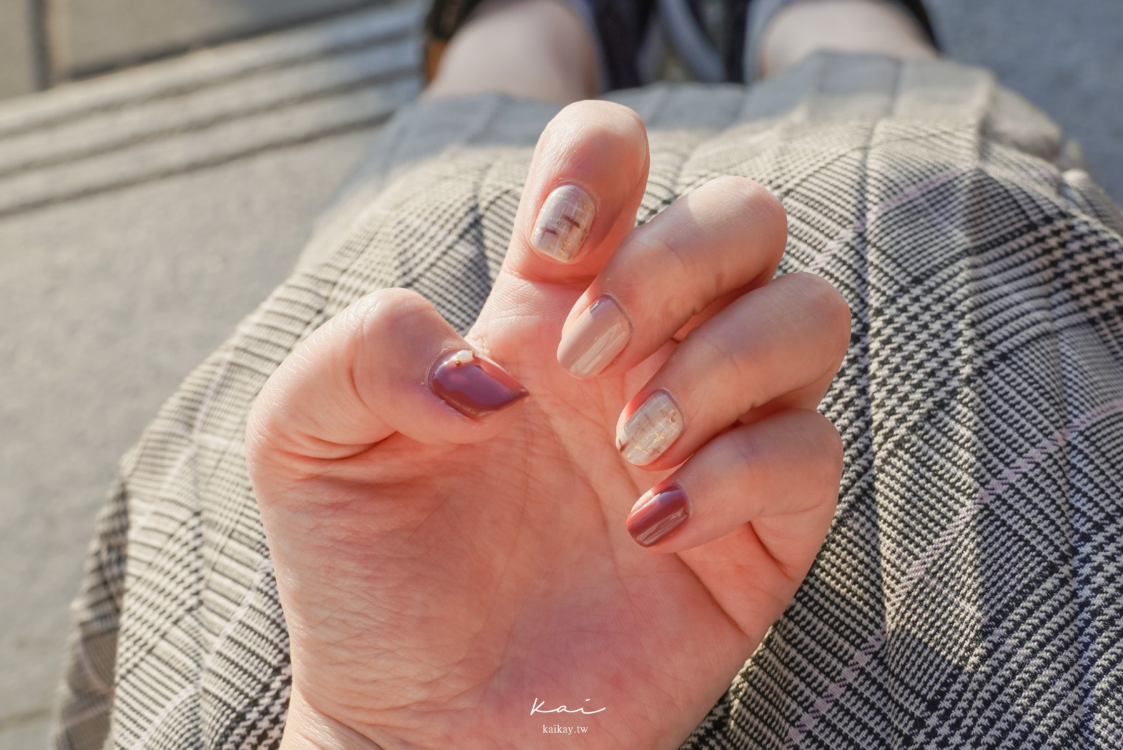 ☆【美甲】誰說過年一定要大紅?「桃粉裸色格紋」美甲甜美又喜氣。Amilynails愛美麗2021活動款