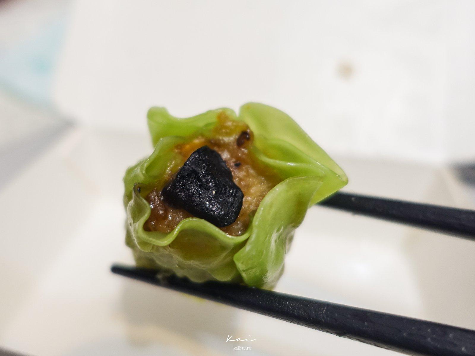 ☆【基隆美食】新記手工煎餃。可愛的圓圓爆漿煎餃和10種以上的繽紛燒賣